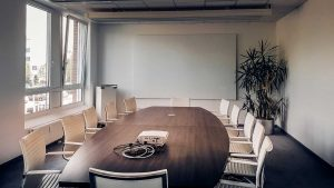 The Advantages of Hiring a Professional Meeting Room